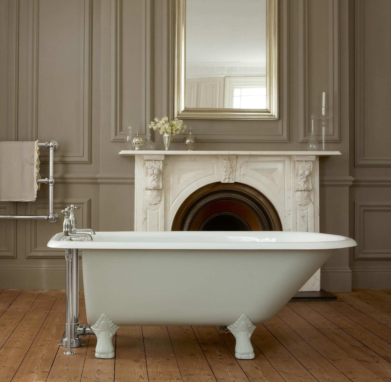 The Clyde cast iron single ended bath tub