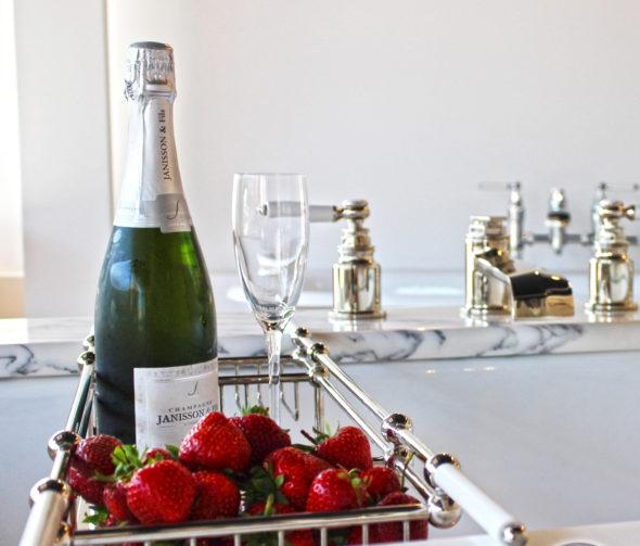 Bath Rack Champagne & Strawberries
