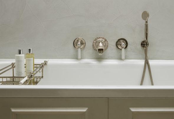 Four Storey Pimlico Townhouse lion bath filler