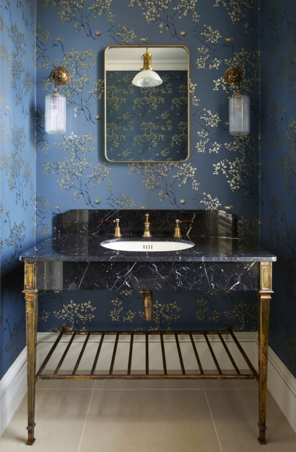 The Single Thames with black marquina marble