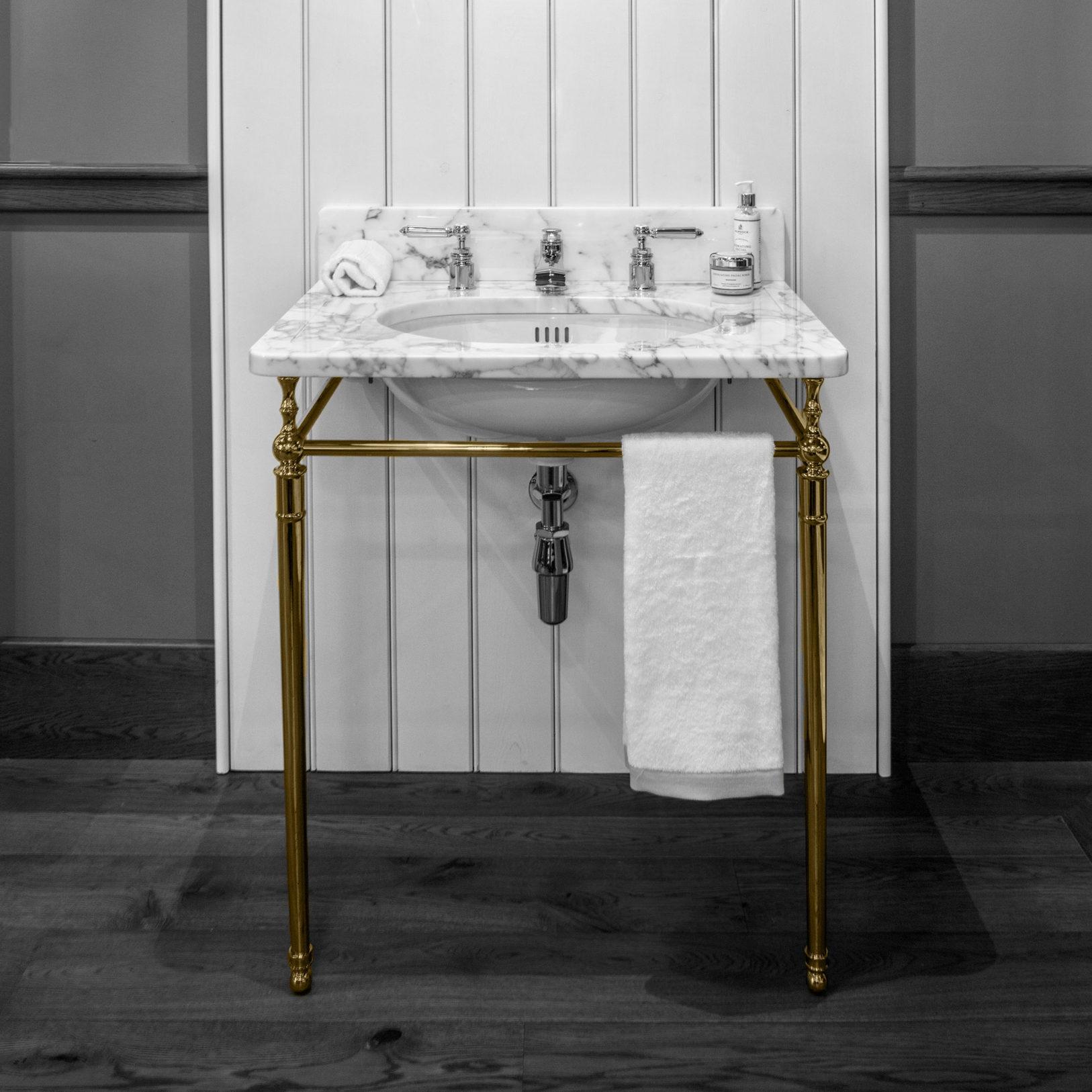 Single Locky Basin Stand in brass finish