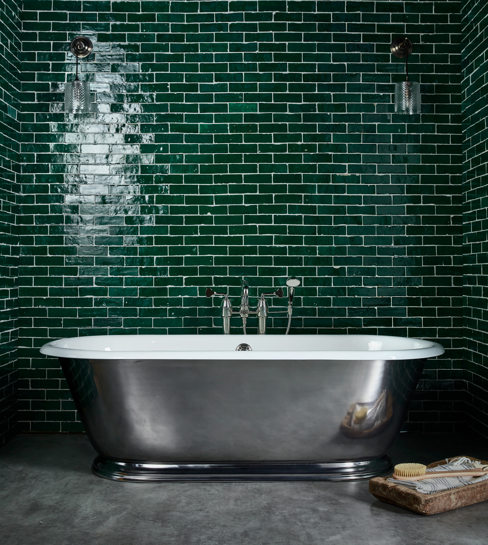 The Tamar Cast Iron Skirted Bath Tub